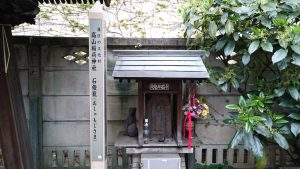 高山稲荷神社 石燈籠(おしゃもじ様)
