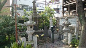 宇迦八幡宮 貞享2年在銘石造六角宝塔