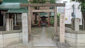 日本橋銀杏八幡宮 鳥居と社号標