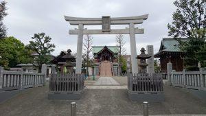 宇喜田稲荷神社 鳥居と社号標