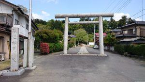 稲田神社 一の鳥居・社号標