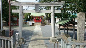 東八幡神社 鳥居と社号標
