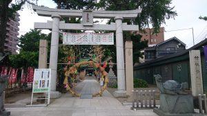 亀有香取神社 鳥居と社号標