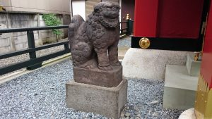 十寄神社(十騎神社) 拝殿狛犬 (2)