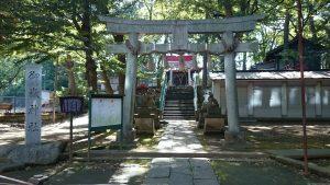 上板橋御嶽神社(桜川御嶽神社) 鳥居と社号標