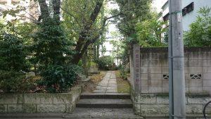 於岩稲荷田宮神社 参道入口