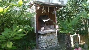 於岩稲荷田宮神社 狐塚(白狐社)