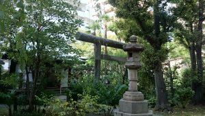 於岩稲荷田宮神社 社殿前
