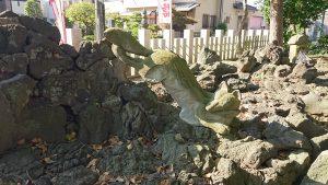 半田稲荷神社 狐塚 飛び狐