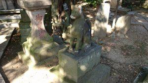 半田稲荷神社 区登録有形文化財 狐一対 (2)