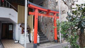 初音森神社儀式殿 鳥居