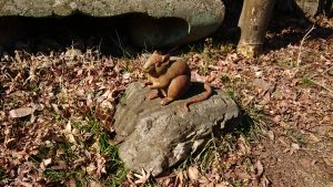 氷川神社(高尾町) 御神木跡のネズミ像