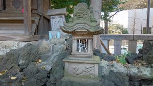 板橋区氷川町氷川神社 稲荷神社小石祠 (2)