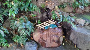 三輪厳嶋神社 銭洗の水鉢