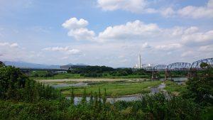 有鹿神社本宮後方の相模川