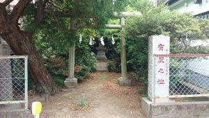 有鹿神社 中宮 鳥居と有鹿之池碑