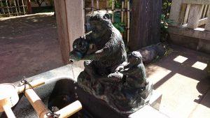 新宿日枝神社 吐水口の神猿
