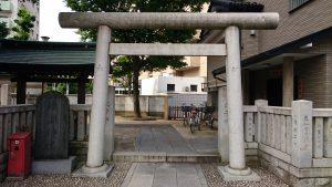 綾瀬神社 鳥居と社号碑